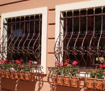 Кованые решетки на окна в Казани