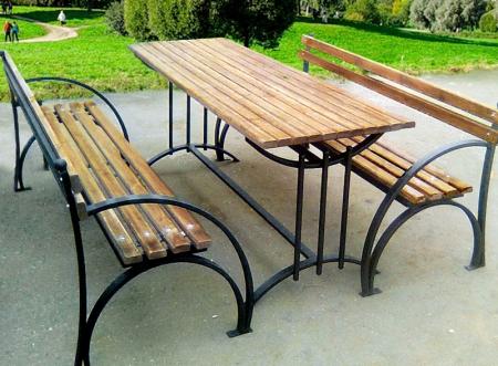 Кованые скамейки и столы