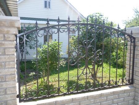Кованые заборы и газонные ограждения